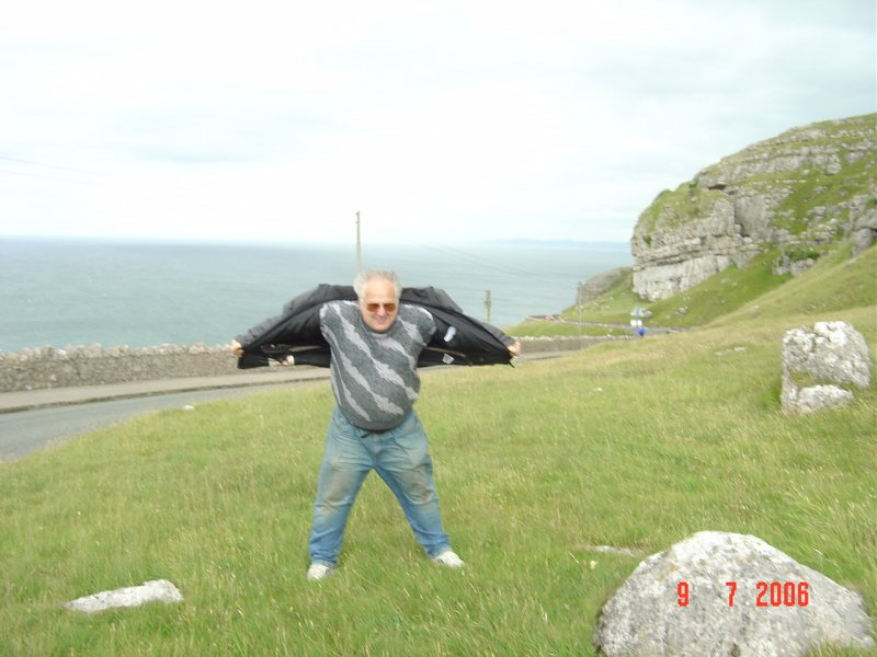 M0NZR Dave before he got blown off the Great Orme.JPG
